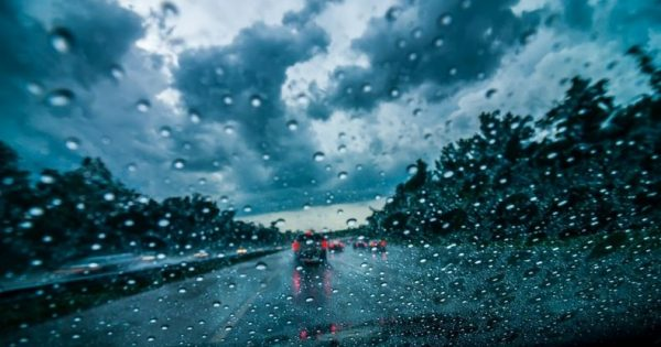 7 Tips for Driving in Intense Winds